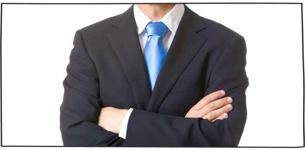 دست به سینه ایستادن و نقش آن زبان بدن