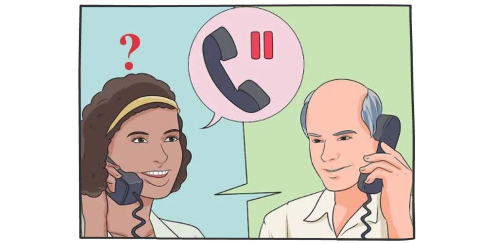 پشت تلفن به مشتری بگویید منتظر باشد